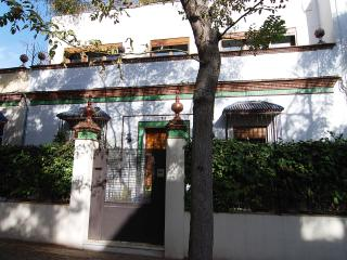 Jerez townhouse - Street view of house