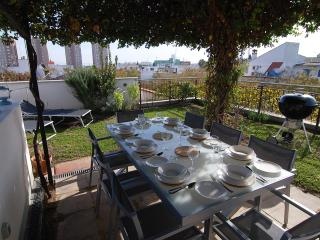 Upstairs roof garden with rooftop views of Jerez. Dine al fresco under the purpose-built pergola.