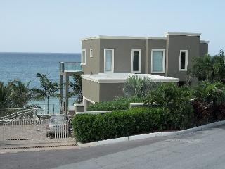 Luxury Home Beachfront with Pool, Nassau
