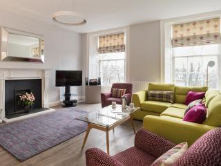 Modern, Luxury City Centre Apartment, Edimburgo