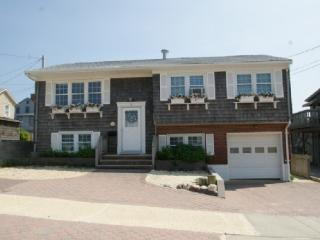Lavallette - 2nd floor - one house from beach