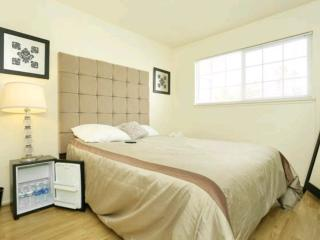 Modern Comforts + Private Pool near Convention Ctr, Las Vegas