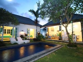 Luxury Beachside Pool Villa - 3 Bedrooms, Sanur
