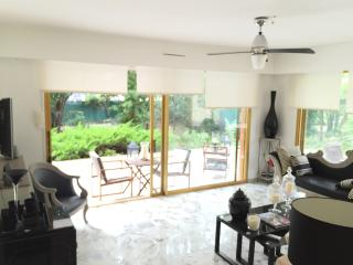 luxe Apartment 70 m2 with private garden 300 m2