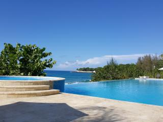 Luxury oceanfront apartment, Sosua