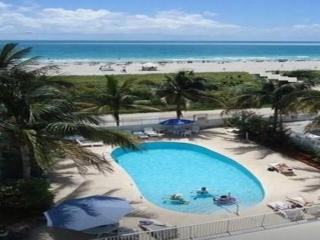 OCEAN DRIVE/SOUTH  BEACH/ DIRECTLY ON THE BEACH!!! SWIMMINGPOOL/ THE MUST!!!