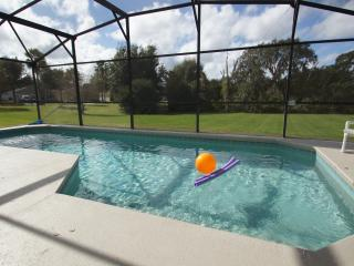 Pool Villa- Gameroom - New TV's - Themed bedrooms!, Clermont