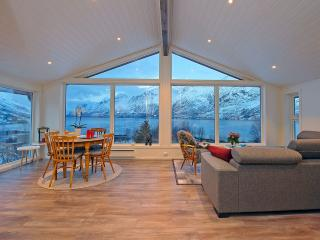 Renovated barn by the oceanfront in Ersfjordbotn, Tromso