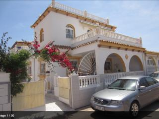 Luxury Villa 4 Bed 3 Bath, close to beach & shops, Los Alcazares