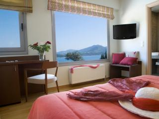 Villa Thetis with Private Swimming Pool & Amazing Views with Breakfast, Lygia