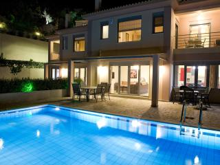 Villa Thetis with Private Swimming Pool- Majestic View and Modern Comforts