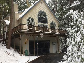 Luxury mountain home- gourmet kitchen, deck, fireplace, sledding hill, Mi Wuk Village