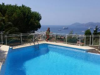 GORGEOUS  VIEW OVER CANNES BAY, LARGE TERRACE APT