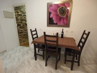 dining table, seats 4