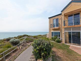 CARAVEL BEACH HOUSE MANDURAH, Mandurah