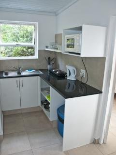 Kitchenette that has granite worktop, microwave, 2 place hob, kettle, toaster and utensils