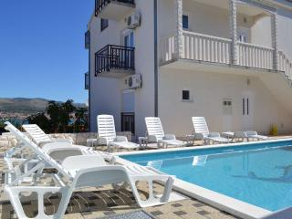 1-Bedroom Sea View Apartment with Pool near Trogir, Okrug Donji