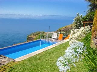 Villa Mirador with Private Pool, Calheta