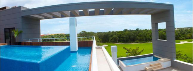 Roof top swimming pool with beautiful view