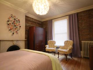 3 BEDROOMS~2 BATHROOMS~TERRACE~DOWNTOWN~SLEEPS 8!!, Ottawa