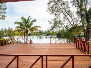 Waterfront villa in Fortune Bay, Grand Bahama.