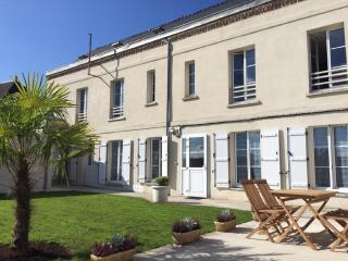 """Laon- Cite medievale- Studio """"Les Lilas""""- avec jardin et Spa privatif"""