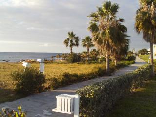 Beachside Villa, 2 minutes walk to the sea