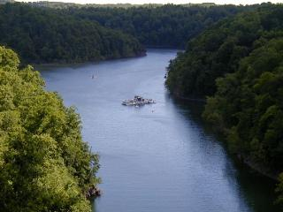 Scenic, Lakeview House, Located in Beautiful Woods of Lake Cumberland