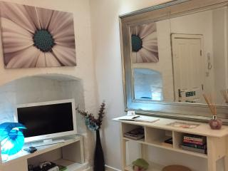 Cosy Living Room - free view TV/DVD & wifi