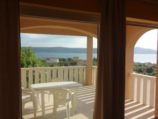Charming studio Hanna with sea view near Zadar, Sukosan