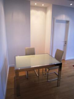 dining table for 4 or more guests up to 6