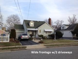 7 bedroom House near Hofstra University & Coliseum, Uniondale