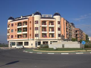ALMORADI - 2bed 2bath apartment-pool/solarium
