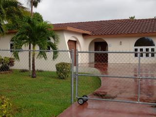 SPACIOUS 3 BEDROOM HOUSE, Freeport