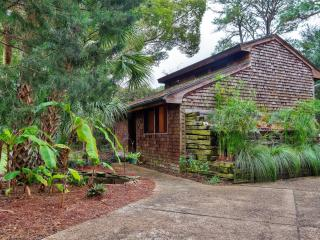 Charming 2BR + Loft St. Simons Island Home w/Unique Interior Decor - Walk to the Village of St. Simons!, Saint Simons Island