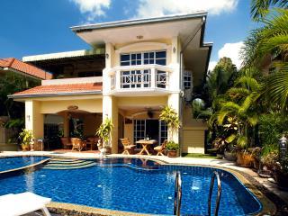 Bai Chabaa Villa 2 - Luxury Villa with Private Pool in Pattaya