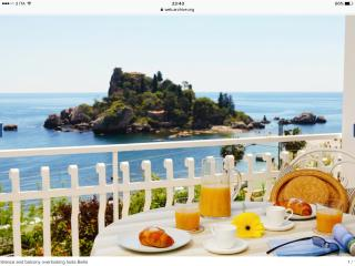 Isolabella Taormina luxurious and romantic with sea view