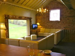 The Barn at  Harthill Hall with Hot Tub max 3 night stay