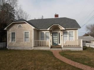 Close-in 3 Bedroom 2 Bath Bungalow, Yakima