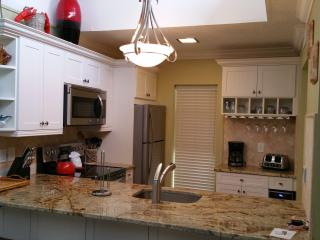 2/2 with Beach/Boat dock/pool, Longboat Key