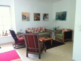 Charming 2 BR Ground floor apartment: Central, Ra'anana