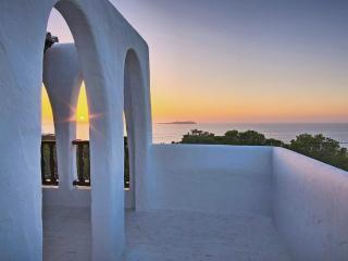 Sunset villa close to the beach, Cala Gracio
