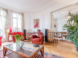 Elegant apartment for 5 in 15th