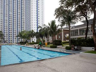 Cozy 1 Br. Resort Condo in QC
