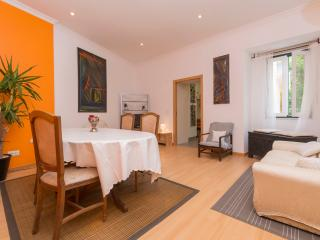 New three bedroom apartment with elevator., Lisbon