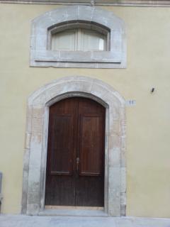 L'ingresso della casa, inserita in un palazzo storico degli inizi del '900.