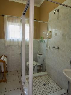 Kalahari en-suite bathroom.