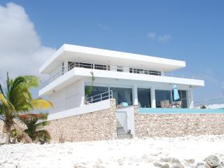 Beach Villa with private beach, all rooms sea view, Kralendijk