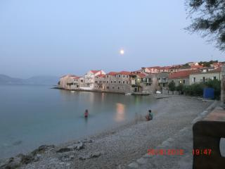 Apartment Vanda, Splitska, Brac, 30m from beach!