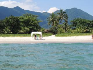 Agradável casa 'pé na areia' na praia de Guaecá
